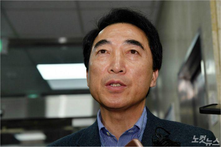"""與, '자진사퇴 권유' 가닥…박수현 """"소명기회는 줘야"""""""