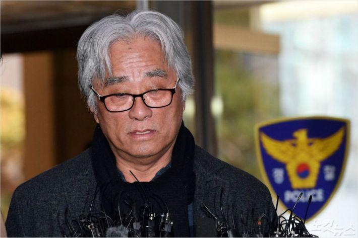 이윤택 구속영장 신청…총 62건 혐의