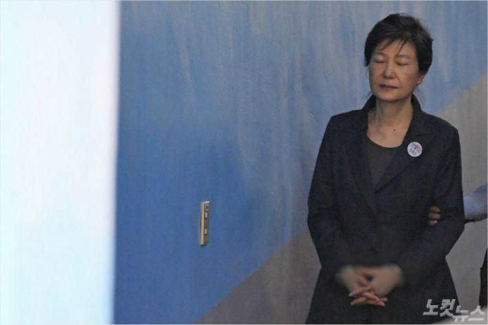 """박근혜 전 대통령 """"1심 선고, 생중계 원치 않아""""…답변서 제출"""