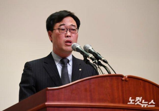 검찰, 김기식 '외유성 출장' 동행 비서 조사