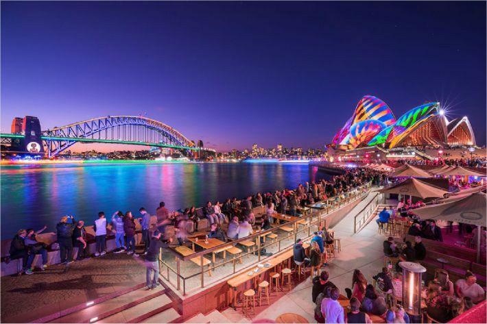 밤하늘을 수놓는 빛의 향연 '비비드 시드니 축제'
