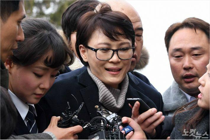 """윤전추 측 """"문재인도 관저에서 집무""""…세월호 참사 '관저논쟁'"""