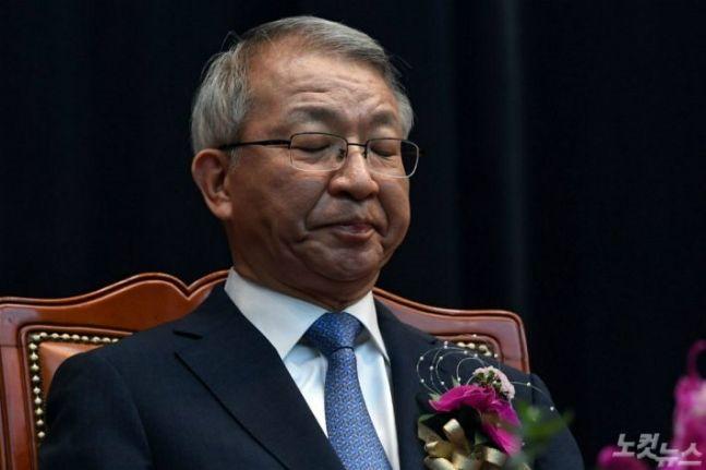 '양승태-청와대 재판거래' 떠안은 김명수 대법원장…최후의 선택은?