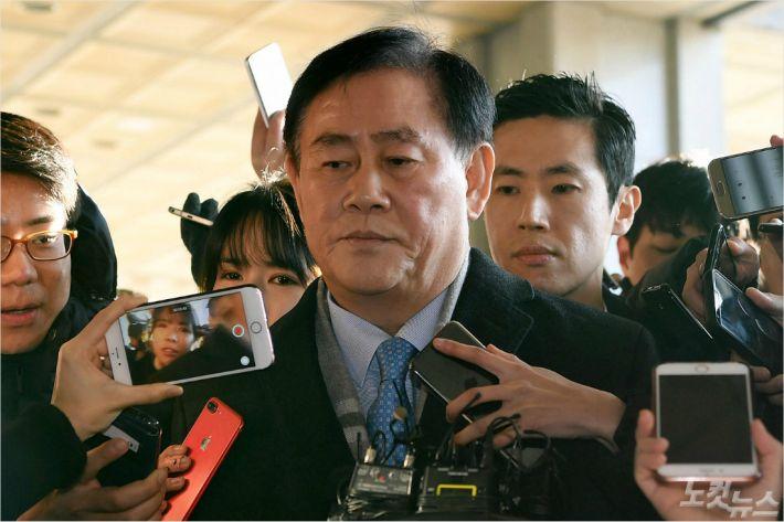 檢, '특활비 뇌물수수' 최경환에 징역 8년 구형