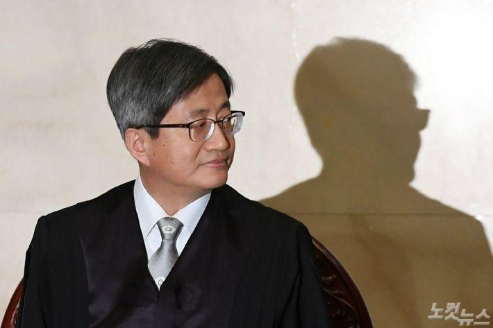 김명수 대법원장은 왜 '수사 협조'를 택했을까