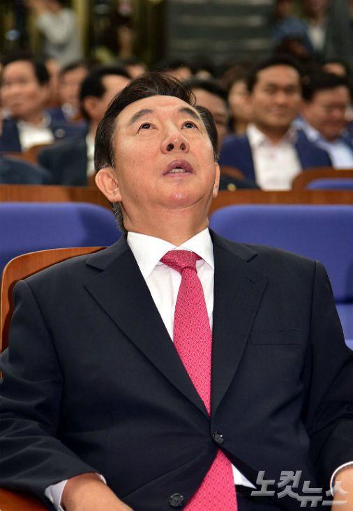 """""""김성태 물러나고, 김무성 나가라!""""…한국당 또 대판싸움"""