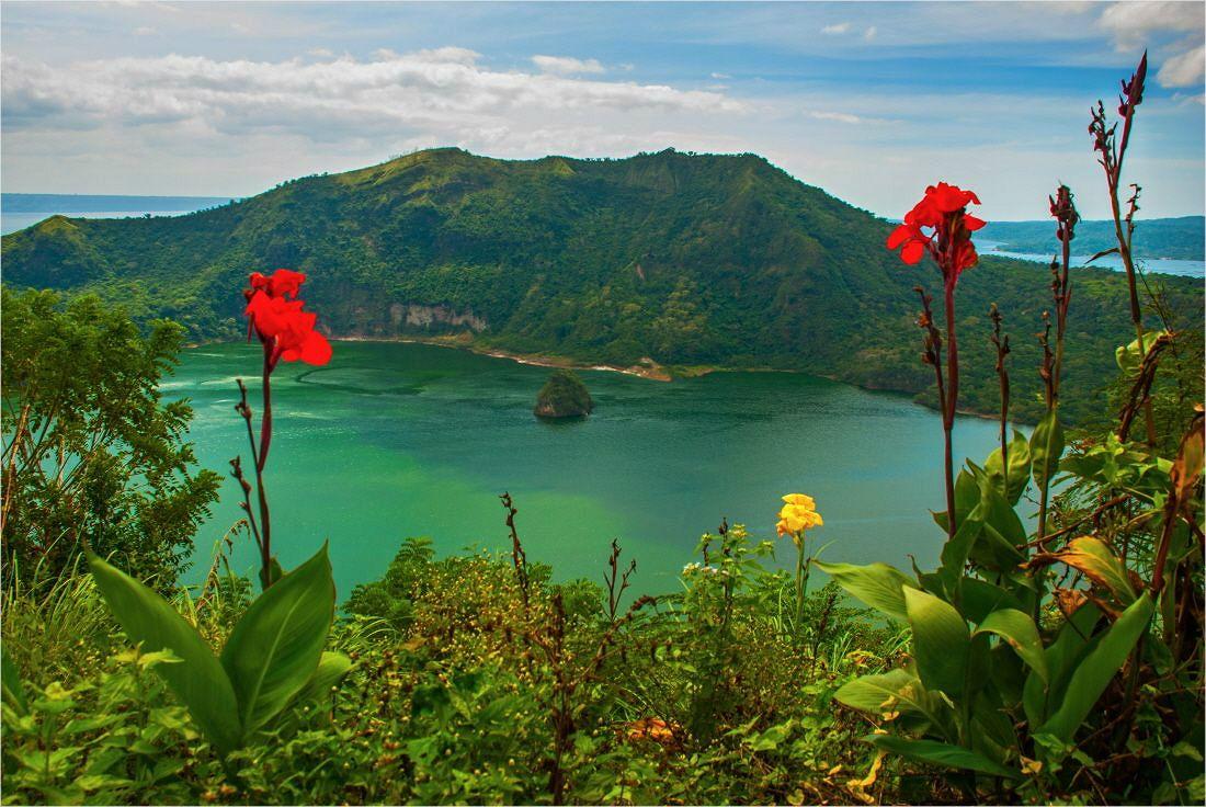 세계에서 가장 작은 활화산 '따가이따이'