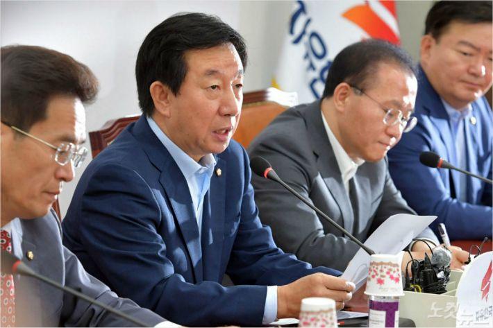 보수몰락 3가지 이유…지역주의·반공주의·박정희 신화 약화