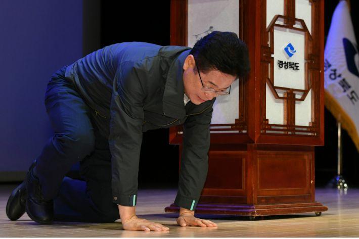 """이철우 경북지사 """"열정적으로 일해달라"""""""