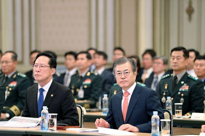 송영무, 기무사 개혁안 文 대통령에 보고…유임론 부상