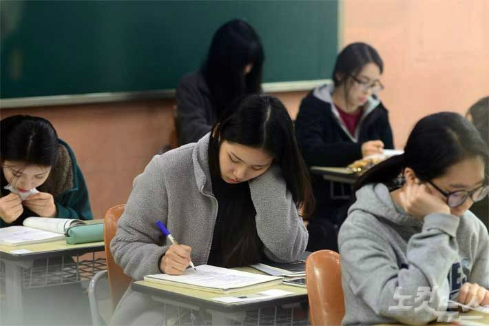 수능 전형 확대‧학생부 간소화…2022학년도 대입 윤곽(종합)