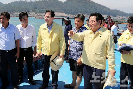 김영록 전남 지사, 태풍 피해 우려 전복 양식장 점검