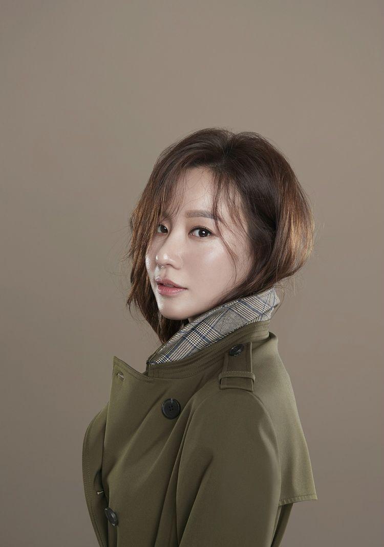 [화보] 가을 화보로 근황 전한 김아중