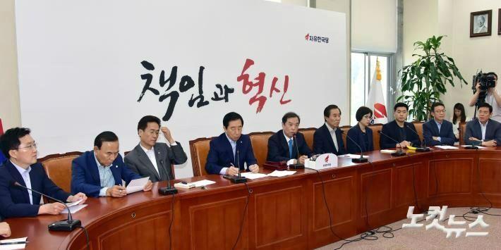 """한국당 """"드루킹 특검, 이례적 연장포기 유감"""""""