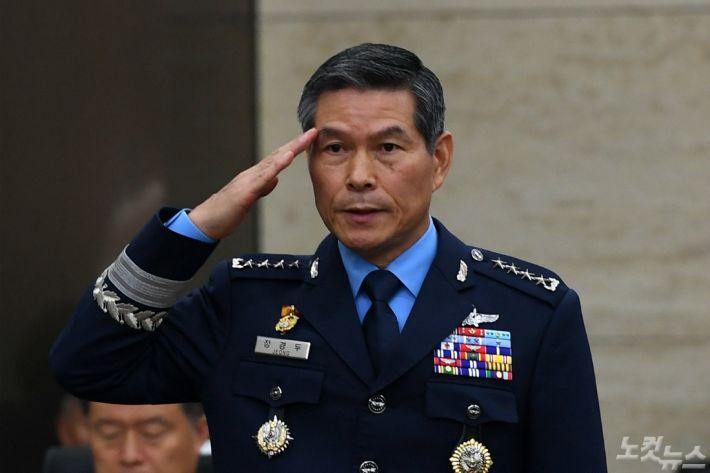 [논평] 국방장관 경질, 국방개혁은 차질 없이 진행돼야 한다