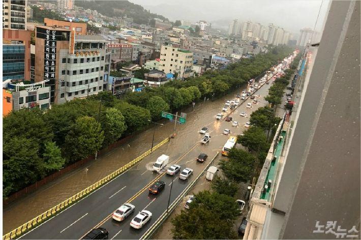 기습 폭우로 광주 도로 등 나흘 만에 또 침수