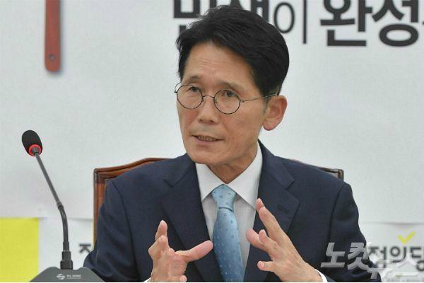 """윤소하,  병역특례 논란에 """"모병제 도입해야"""""""