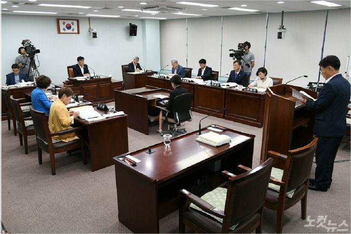행정위원회 행정사무감사. (사진=강릉시의회 제공)