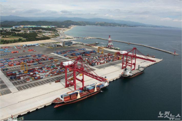 포항영일만항 컨테이너 부두(포항CBS자료사진)