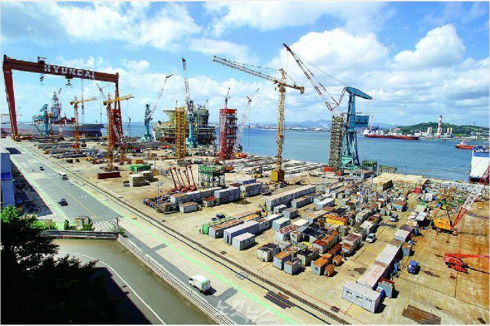 현대중공업 해양사업본부는 일감부족으로 지난 8월 20일 가동을 중단했다. 사진은 텅 비어 있는 해양야드 전경.(사진 = 현대중공업 제공)