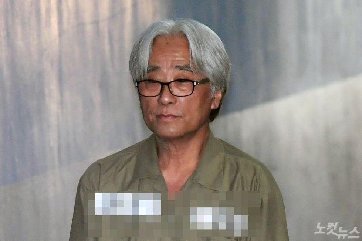 """""""왕처럼 군림하며 성추행""""…檢, 이윤택 징역 7년 구형"""