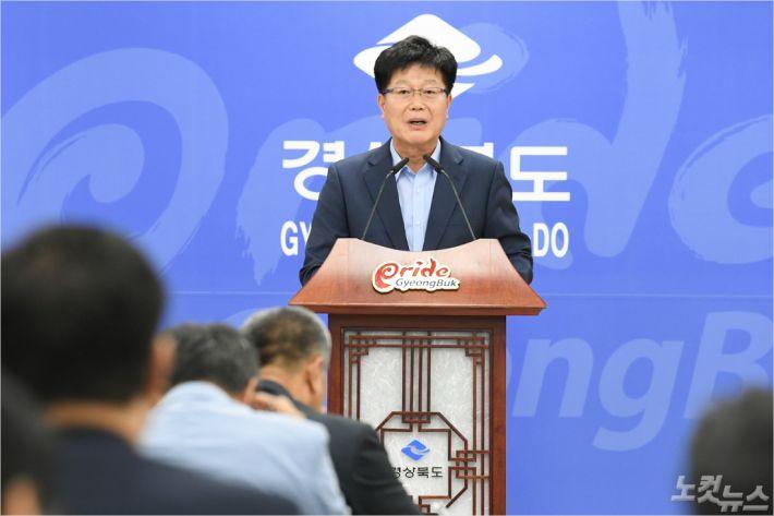 경북도 김세환 동해안전략산업국장이 10일 브리핑을 하고 있다.(사진=경북도 제공)