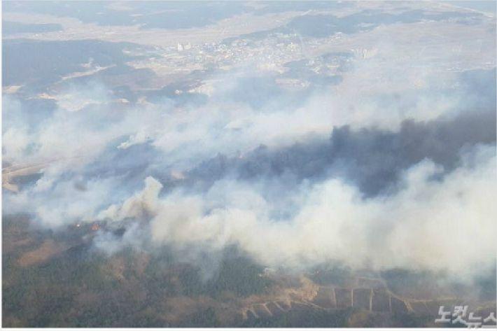 지난해 3월 발생한 고성 산불을 하늘에서 찍은 모습. (사진=강릉산림항공관리소 제공)
