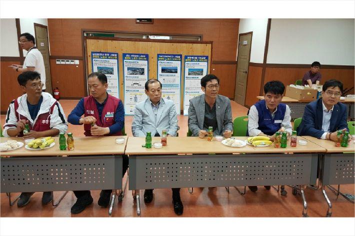 여수산단 고령자 일자리센터 현판식 후 간담회(사진=고영호 기자)