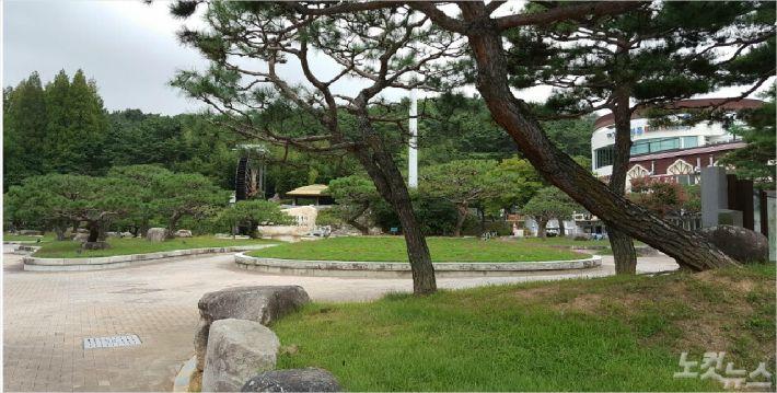 경주 보문관광단지에서 가장 많은 관광객이 찾는 물레방아 광장. 평일임을 감안해도 매우 한산해 보인다. 문석준 기자