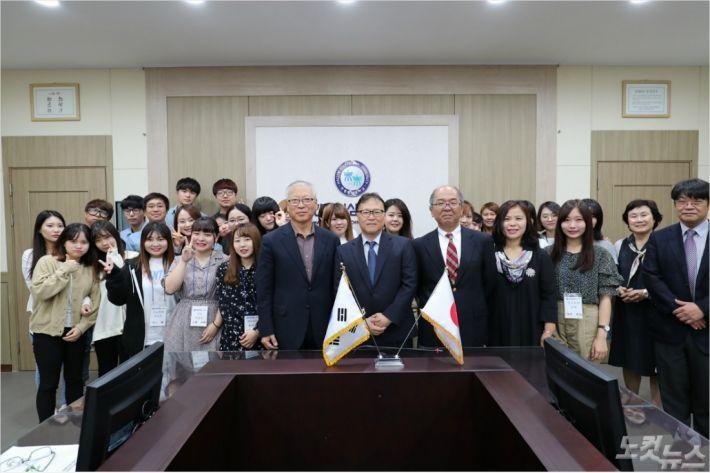 한림성심대는 복수학위제를 함께 운영하고 있는 일본 사가여자단기대학 교수, 학생들을 초청해 지난 12일부터 4일 일정으로 교류 프로그램을 진행하고 있다. (사진=한림성심대 제공)