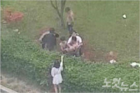 검찰이 지난 4월 광주에서 발생한 집단폭행 사건과 관련해 피고인들에게 3~12년의 징역형을 구형했다. 사진은 당시 화면 영상 캡쳐 장면.(사진=독자 제공)