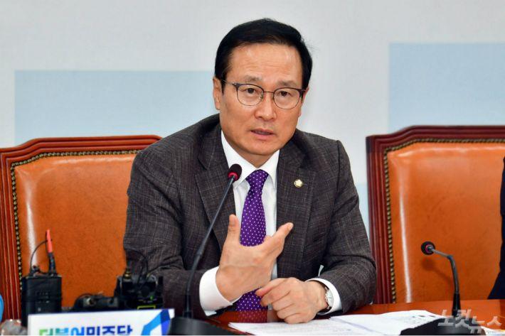 """홍영표 """"이재용 방북 동행? 삼성은 중요한 기업이라"""""""