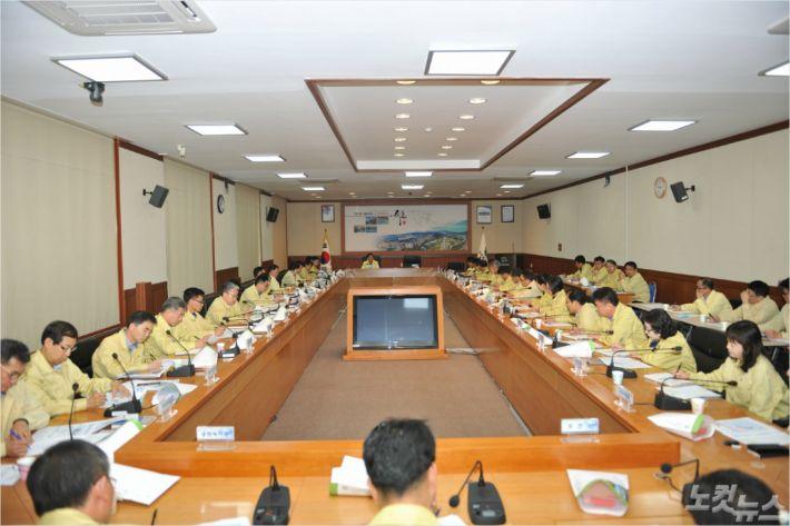 5일 오전 김철수 속초시장 주재로 열린 긴급대책회의. (사진제공-속초시청)