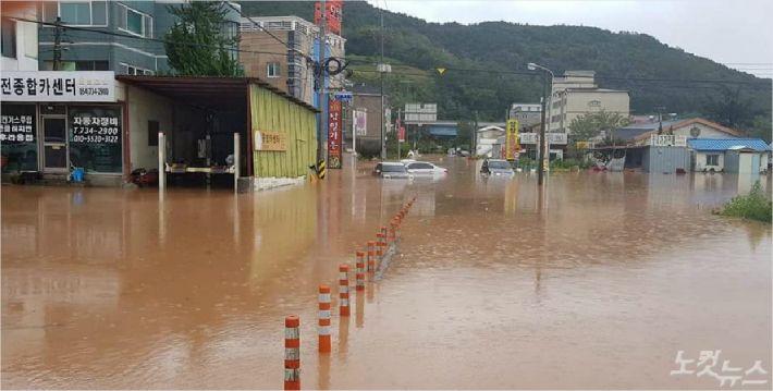 태풍으로 많은 비가 내려 물에 잠긴 영덕읍내 모습(사진=독자제공)