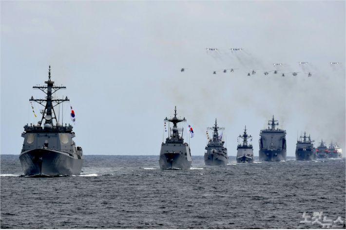 9일 제주국제관함식 해상사열 리허설이 진행되고 있다.(해군 제공)