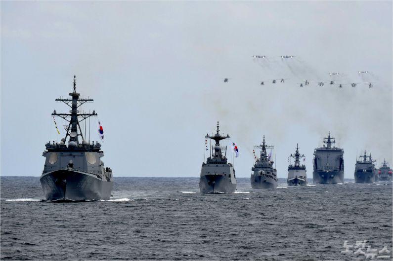 9일 제주해군기지 앞 바다에서 펼쳐진 해상사열 리허설 모습 (사진=해군 제공)