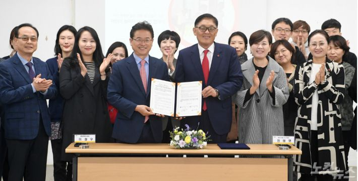 경북도는 11일 세이브칠드런과 '어린이놀이터 조성사업' 협력을 위한 업무협약을 맺었다.(경북도 제공)