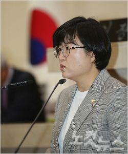 박희정 의원이 5분 자유발언을 하고 있다(사진=포항시의회 제공)