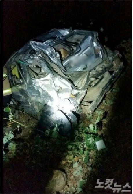 노부부가 몰던 쏘렌토 차량이 많이 훼손돼 있다. (사진=삼척경찰서 제공)