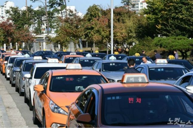 [논평]카카오 카풀 vs 택시 파업, 우버 때의 전철은 안된다