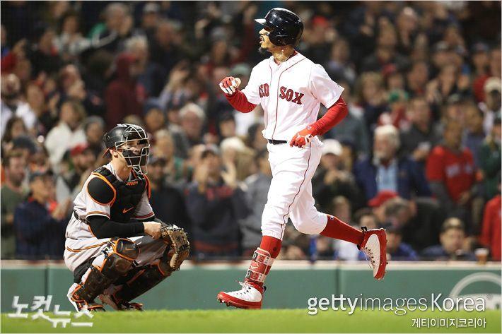 보스턴 최고 외야수 베츠, 월드시리즈 위해 2루수 변신?