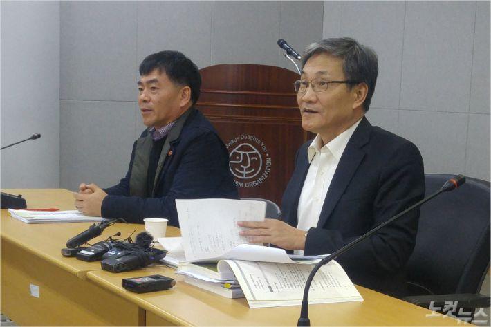 검토위원회 박찬식 부위원장(좌)과 강영진 위원장.