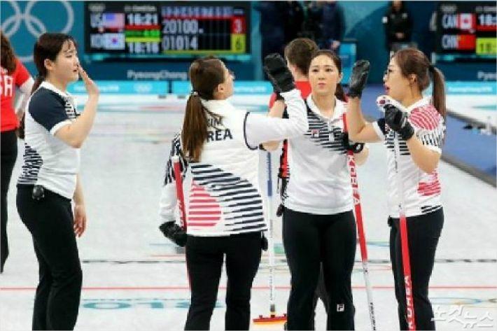 2018평창동계올림픽 기간 '영미 신드롬'을 일으켰던 여자 컬링 국가대표팀.(사진=자료 사진)