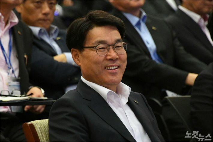 포스코 최정우 회장이 취임 100일을 맞아 열린 100대 개혁과제 발표회에 참석했다.(사진=광양제철소 제공)