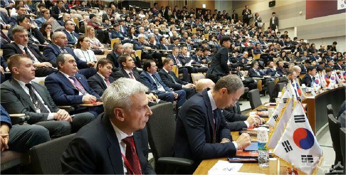포스코 국제관에서 열리고 있는 제1차 한-러 지방협력포럼 모습. 문석준 기자