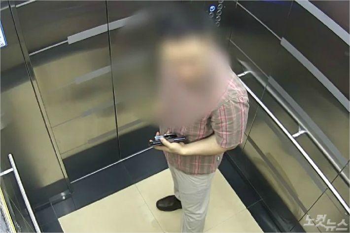 지난 6월 2일 범행 직전 아파트 엘레베이터에 탑승한 피고인 모습. (사진=제주지방경찰청 제공)