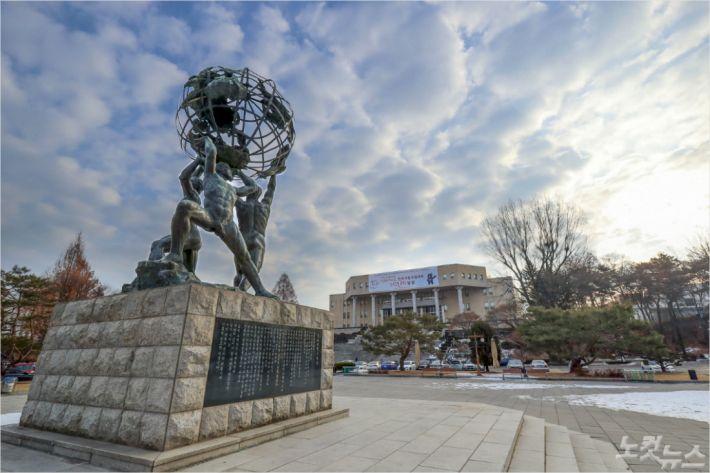 강원대 미래광장.(사진=강원대 제공)