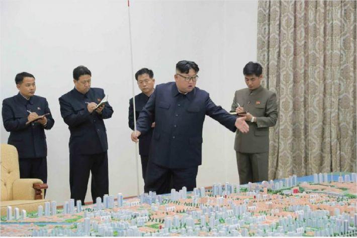 모형도 보니 신의주는 '상전벽해'…김정은, 북중경협 거점 삼나
