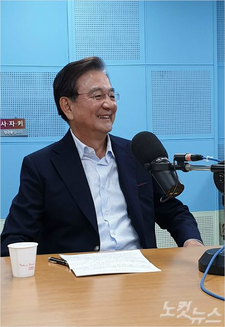 """홍석현 """"문재인은 목숨 건 중매쟁이..北, 선물 줄 때"""""""
