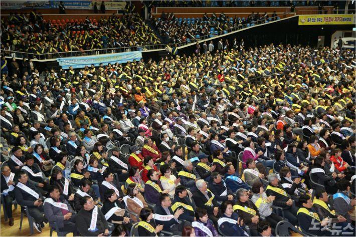 제주시는 29일 한라체육관에서 유관기관.단체장과 시민 등 2000여명이 참여한 가운데 '기초질서 지키기 시민안제다 선포식'을 가졌다.(사진=제주시 제공)